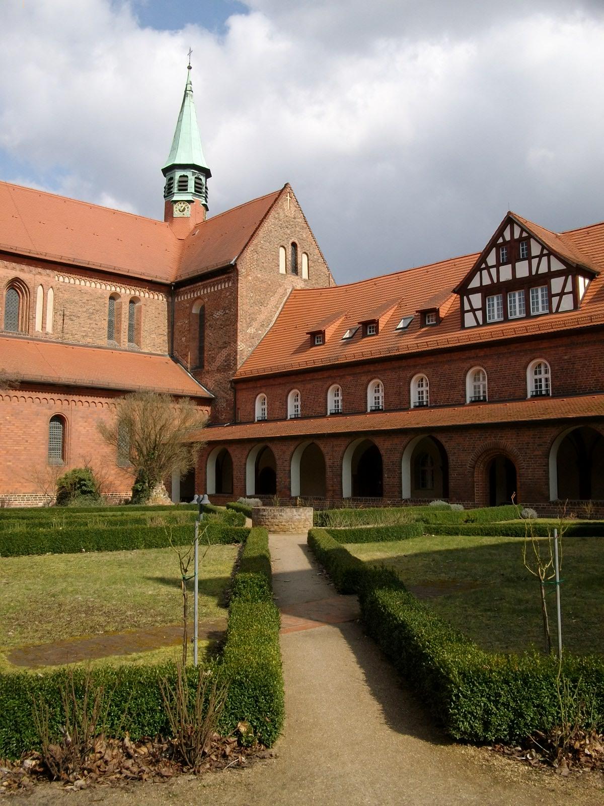 Klosterkirche, Klosterhof und Kreuzgang